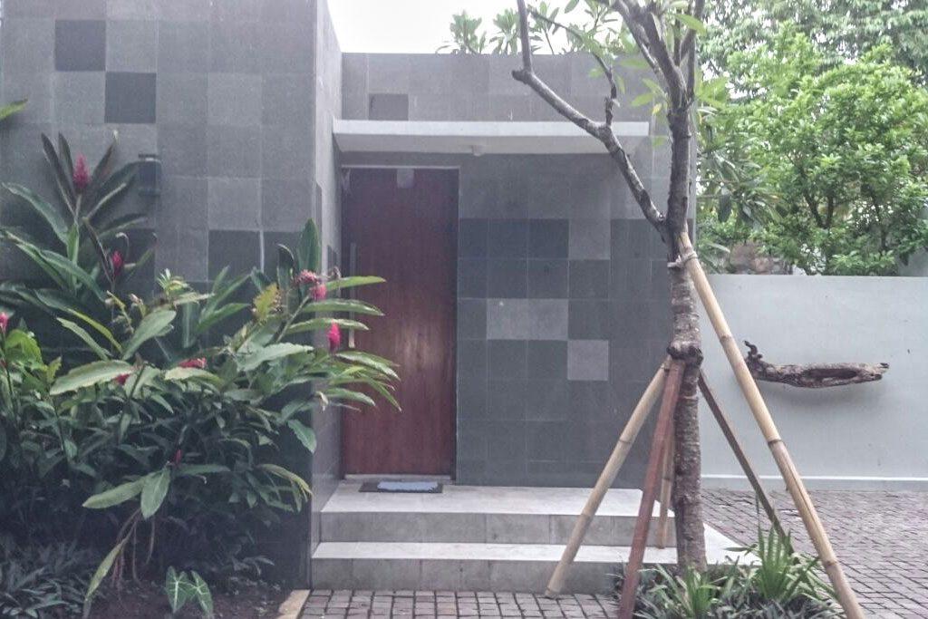 Entrance-Omatha-Villa-03
