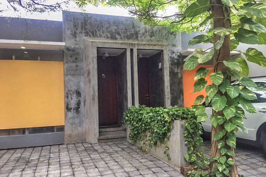 Front-Omatha-Apartment-04